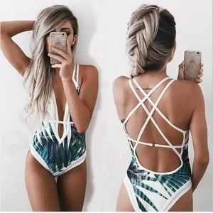 ☀️New without tags palm leaf swim suit, one piece